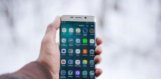 Pożyczka przez telefon – zalety i wady tego sposobu